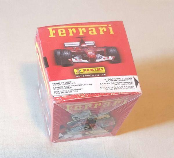 Ferrari puna kutija sa sličicama.