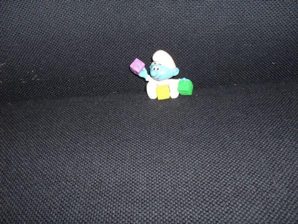 ŠTRUMPF FIGURICA  BEBA ŠTRUMPF 4,5 x 5,5 cm