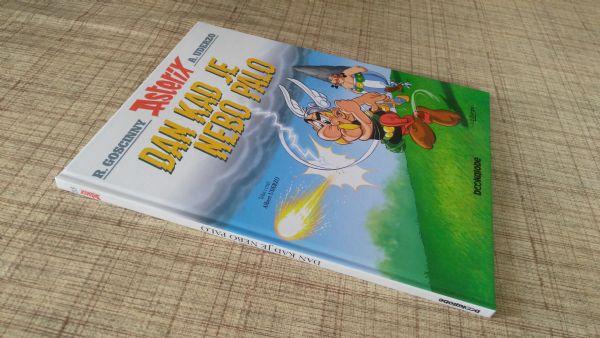 Asterix    Dan kad je palo nebo, br 33